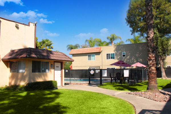 Take a tour today and see Exteriors 4 for yourself at the Mission Bell Apartments